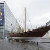 باريس: «نزوى» قارب يرسو على مدخل معهد العالم العربي