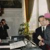 الحلقة تضيق على الرئيس الفرنسي
