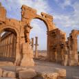 داعش يدمر أقواس النصر الأثرية في مدينة تدمر