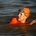 السودان: سفيرة هولندا تسبح في النيل الأزرق