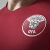 الإمارات: احتجاز بريطاني ارتدى قميص فريق قطر في ظروف شديدة القسوة
