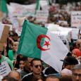 الجزائر بدء قمع المتظاهرين وتسييس دور الجيش