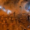 هونغ كونغ: الشرطة تخلي البرلمان من المتظاهرين معادين للحكومة
