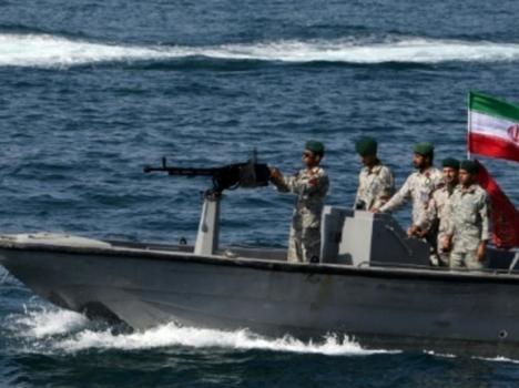 """الحرس الثوري الإيراني يحتجز ناقلة نفط """"أجنبية"""""""