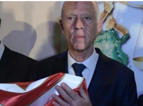 أستاذ القانون الدستوري قيس سعيّد رئيس تونس الجديدة