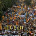 مئات آلاف في برشلونة يطالبون بالاستقلال