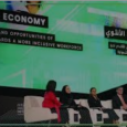 سيدات في عباءات ملونة في «مبادرة مستقبل الاستثمار» دافوس الصحراء