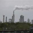 أميركا تدفع لمن يشتري النفط: مادة لا يريد أحد شراءها